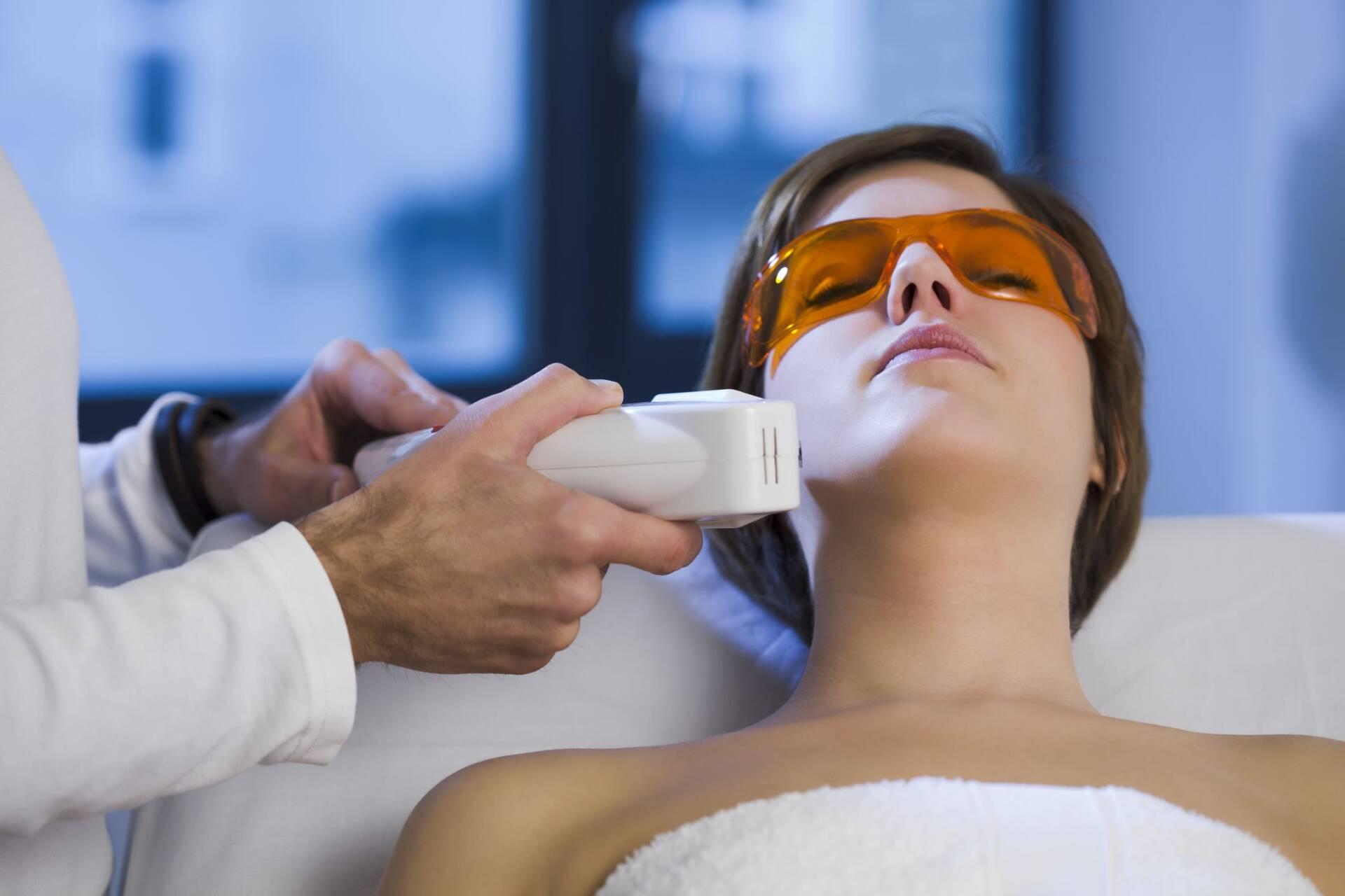آیا دستگاه لیزر میتواند باعث تحریک رشد موهای زائد شود؟